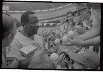 Hank Aaron: A Legendary Player, A Legendary Autograph